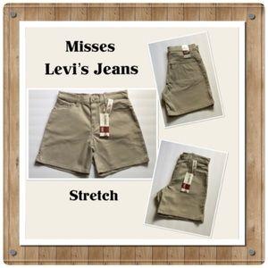 "🆕 Misses ""Classic"" 550 Levi's Jean Shorts"